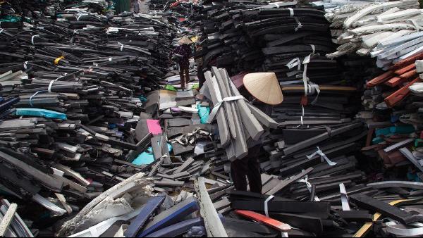 工业生产对橡胶的需求日益增高,但废旧橡胶该怎样处理?